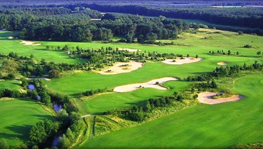 De 9 holes golfbaan