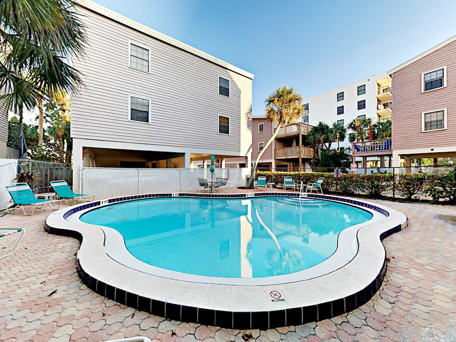 Shared amenities include a swimming pool, fishing pier, and kayaks.