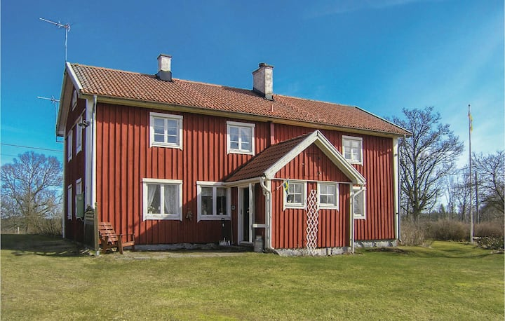 Stunning home in Lidhult with 5 Bedrooms