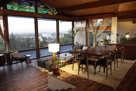 1970s Modernist Home with Amazing View! - House