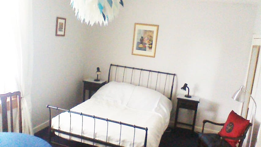 Large double room near West End