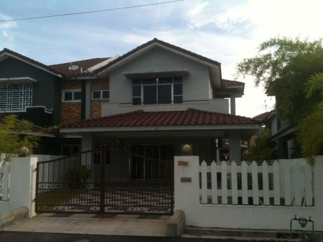 Semi-D House for Rent at Lumut - Manjung - Maison