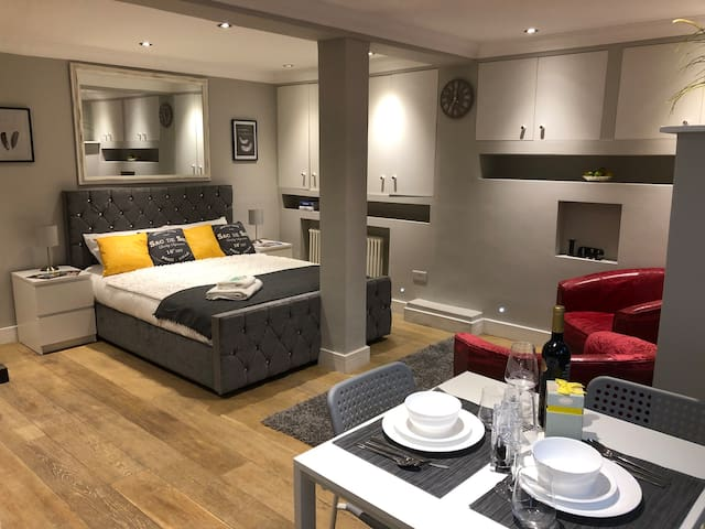 Luxury Romantic Cozy Place in London