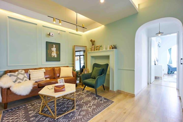 A House静安大悦城复古美式森系风两室公寓景观房