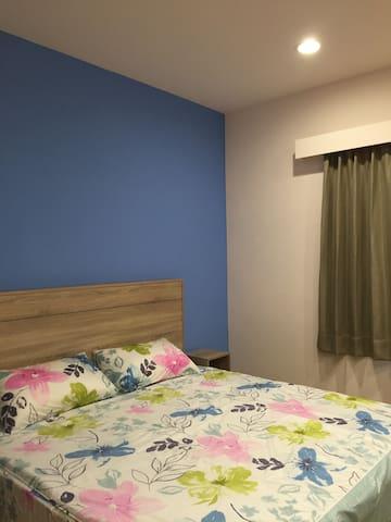 Pole旅行居所-暖藍房