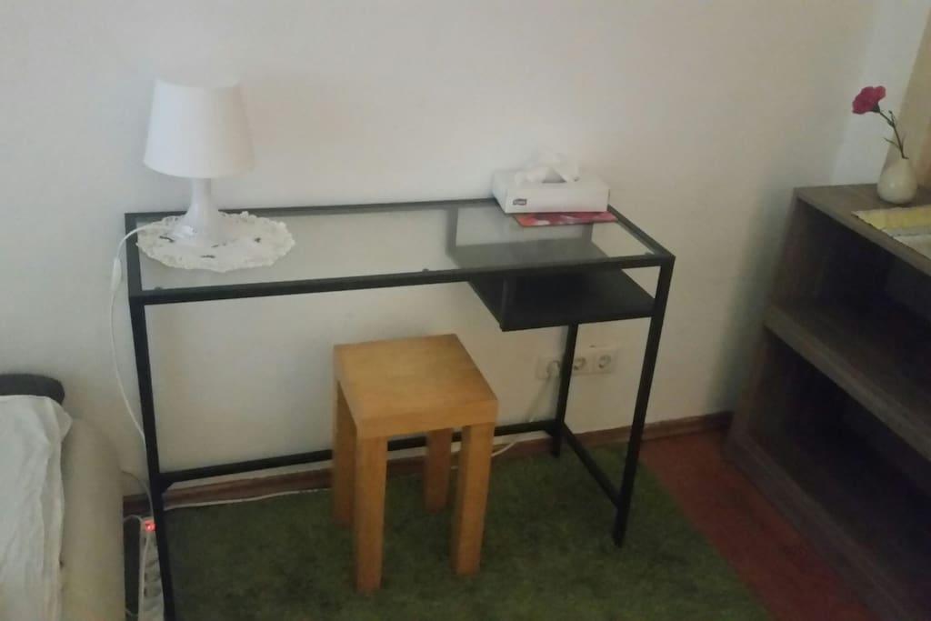 ruhiges zentrales zimmer im 5 personen haushalt houses. Black Bedroom Furniture Sets. Home Design Ideas