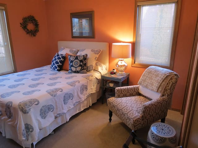 Comfy Appleton home - Queen bed, private bath