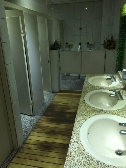 共用廁所3.5個免治馬桶