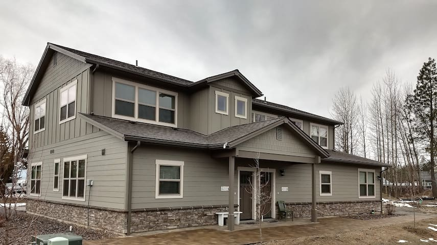 New Townhouse in South Sandpoint with 2 Car Garage