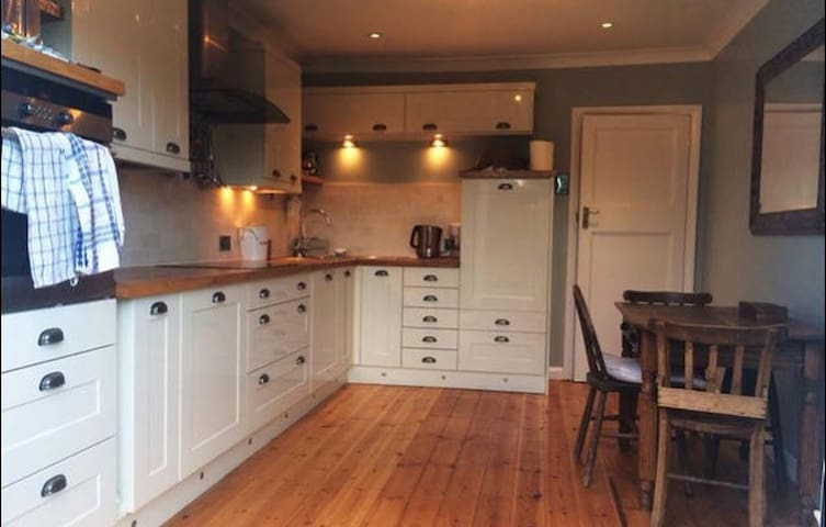 1/2 private rooms in pretty commuter town - Hitchin - Huis