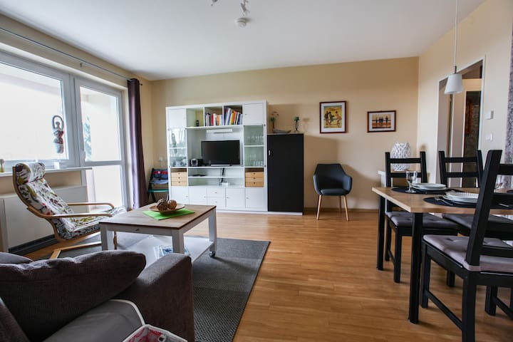 """Seaside Apartment """"Deichblick"""" with Balcony & Wi-Fi; Parking Available"""