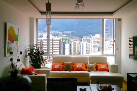 BRAND NEW bedroom, impresive view, great location! - Quito - Bed & Breakfast