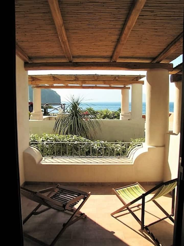HIERÀ - On the beach with sea view and WiFi