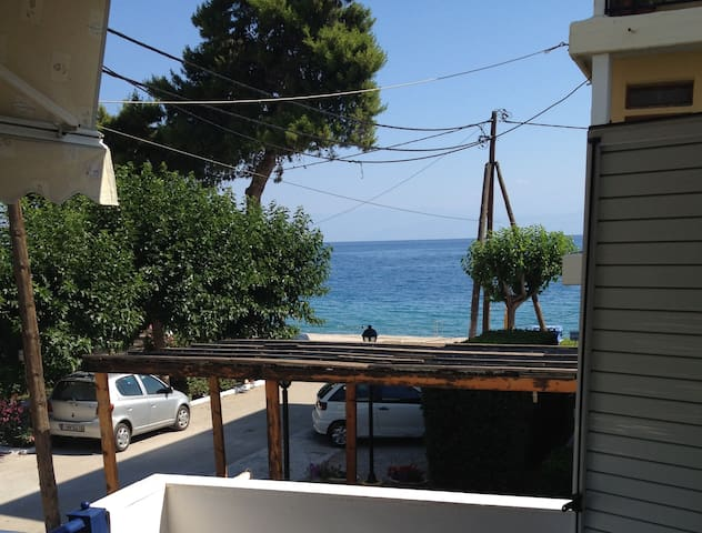 Cosy, modern apartment close to sea in Aigeira