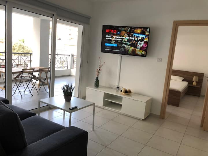 Must Stay - City Center 3-bedroom apartment (101)