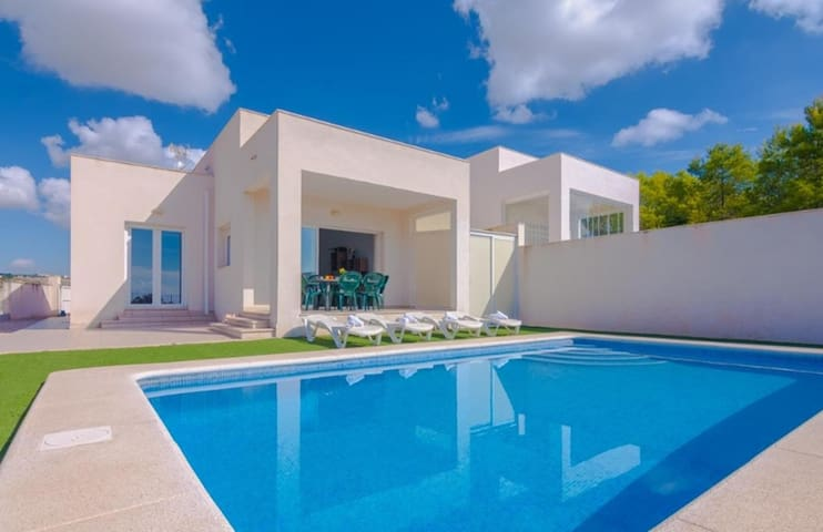 EMPEDROLA, modern villa in Calp, with sea and mountain views