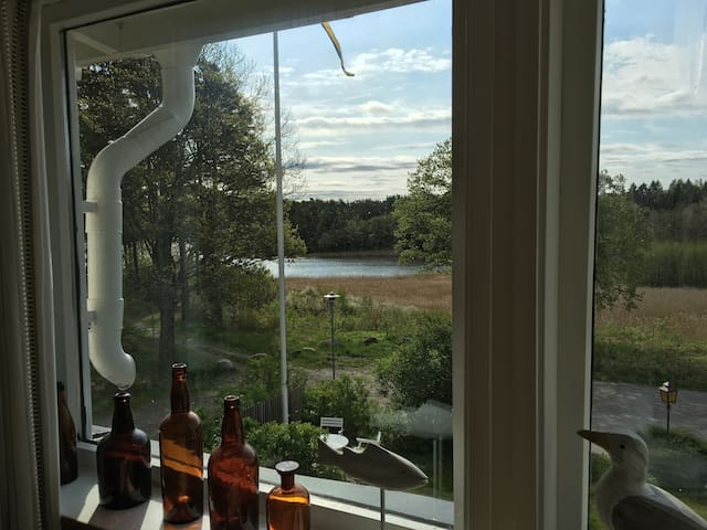 Mysig loftlägenhet, havsviks utsikt - Strömstad - Byt