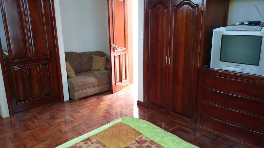 Quito.Habitación cómoda y tranquila
