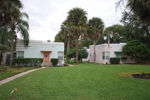 Lakeside - Lake Davis Art Deco Cottage 715c