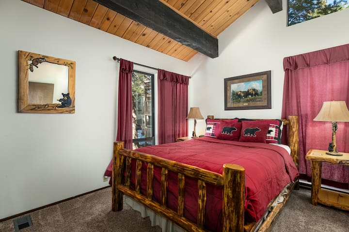 Bedroom with Queen on Middle Level