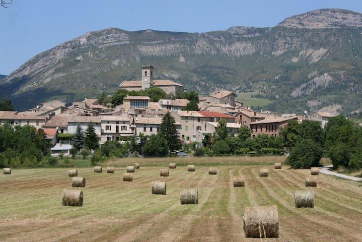 Appartement en Drôme Provençale - La Motte-Chalancon - Huoneisto