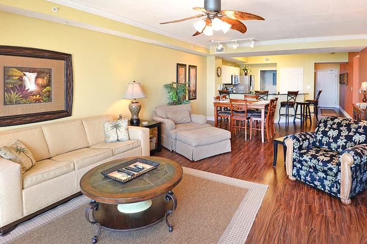 Incredible Gulf front condo w/unforgettable beach views, shared pools & hot tub