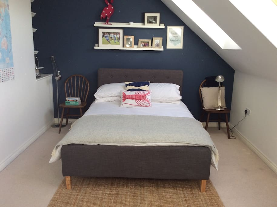 Comfy double bedroom at the top of the townhouse. Bright and airy with 3 skylight windows.