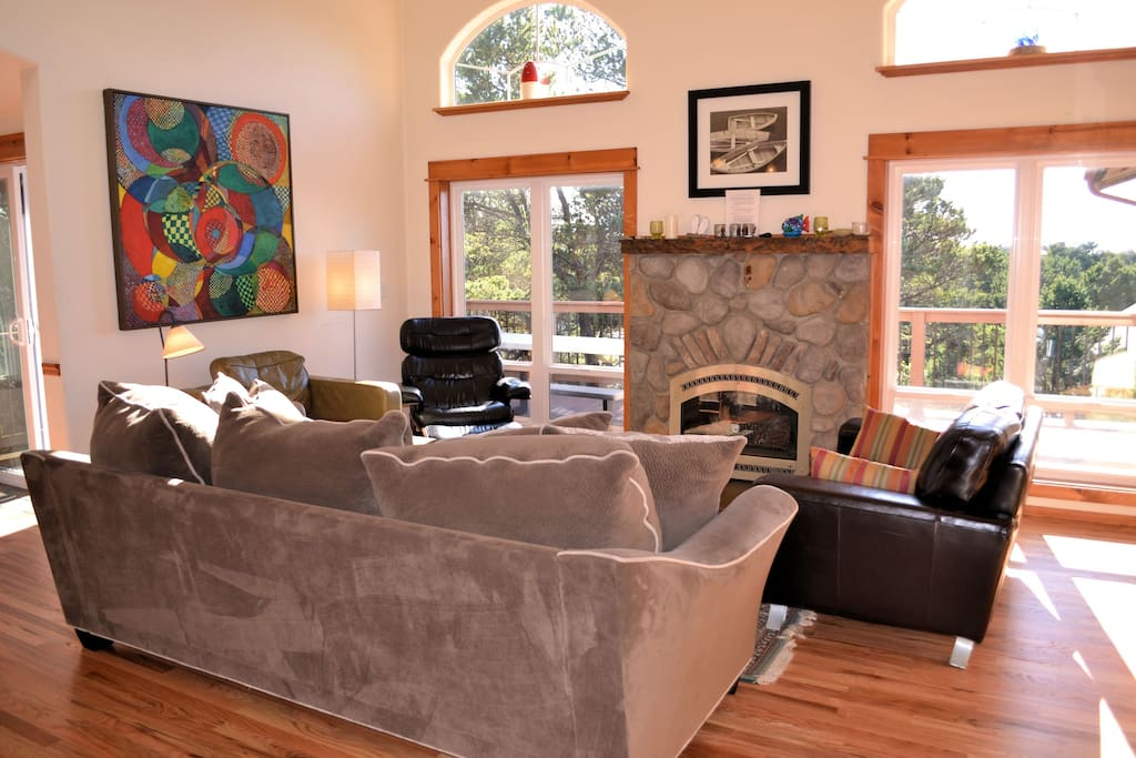 Upper level open living room with a Flat screen TV/DVD, gas fireplace, CD player and plush furnishings