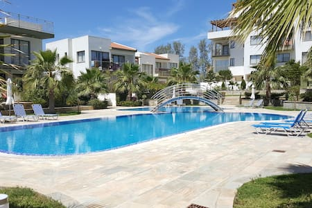 Luxury 2 bedroom apartment by the sea 6/303 - Πάφος