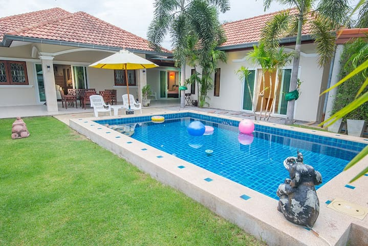 Sun Pool villa house huahin