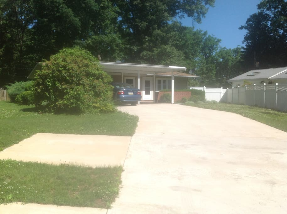 Front of house showing turnaround in driveway (or extra spot)