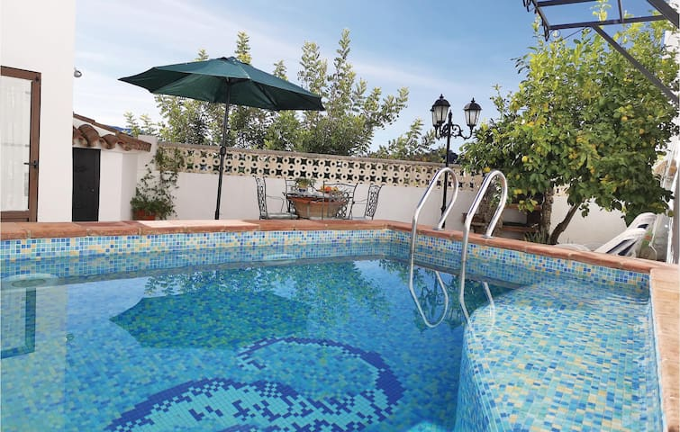 Semi-Detached with 2 bedrooms on 65m² in Algatocín