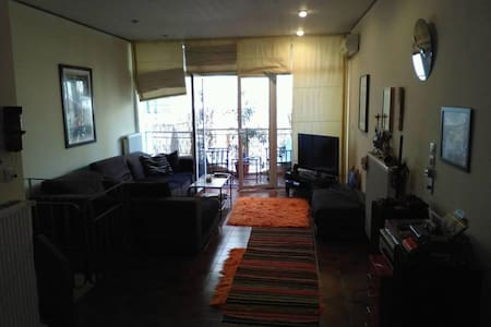 Cozy, two floor appartment close to City center - Kesariani