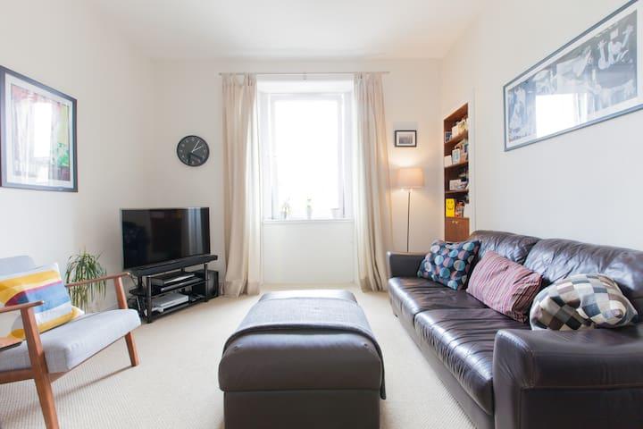 Bright & clean 2 person central flat in Edinburgh