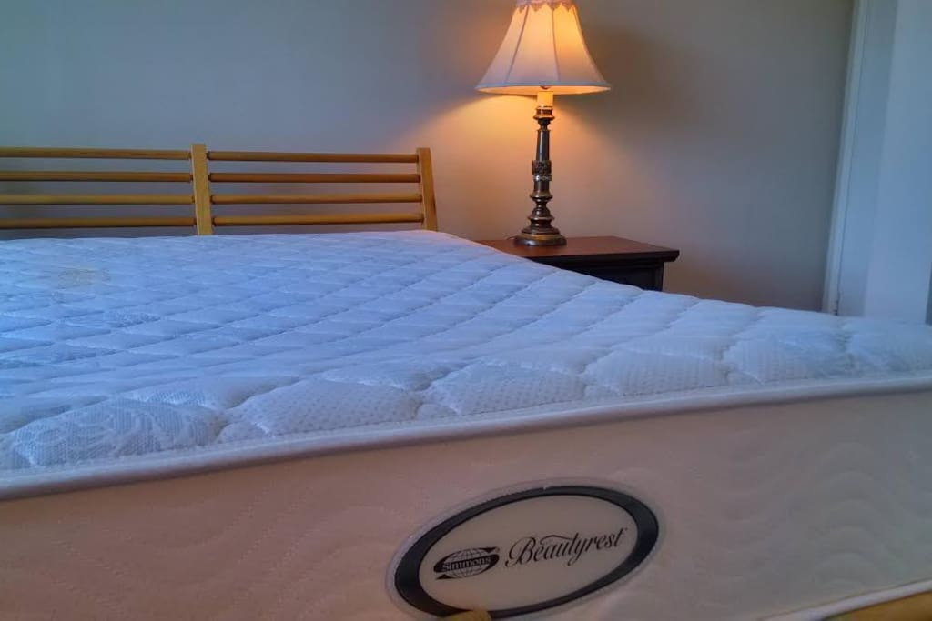 Very comfortable full mattress with sophisticated design paired with intuitive technologies. It will help you to experience the assuring comfort, restorative sleep and to wake up and embrace the day ahead.