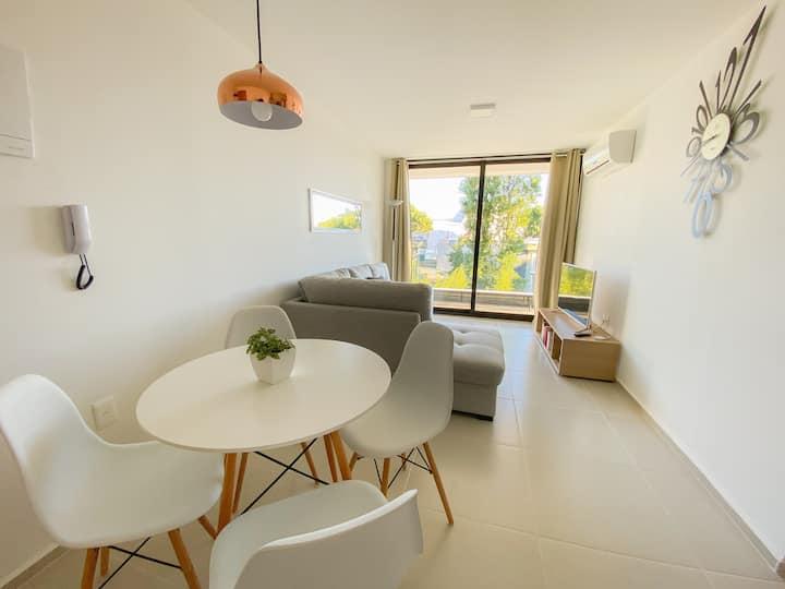 Apartamento moderno a pasos de Punta Shopping
