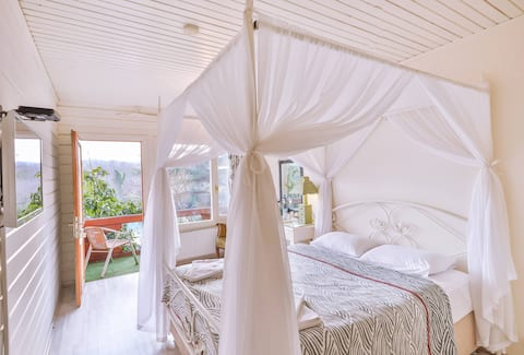 Double Wooden Room with River View   Agva