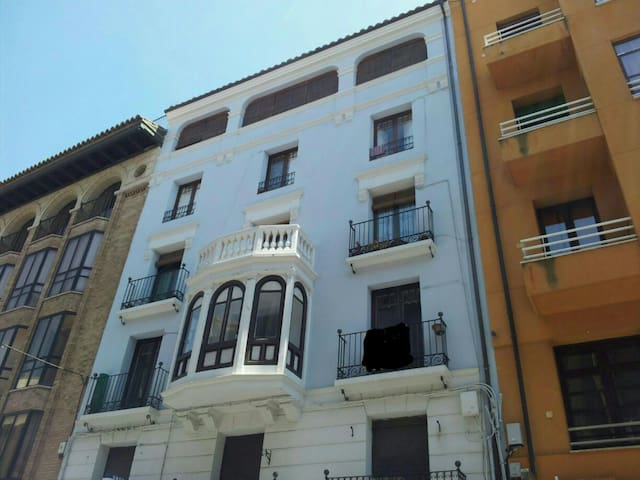 1900 CHARACTER APARTMENT IN CENTER - Huesca - Apartament
