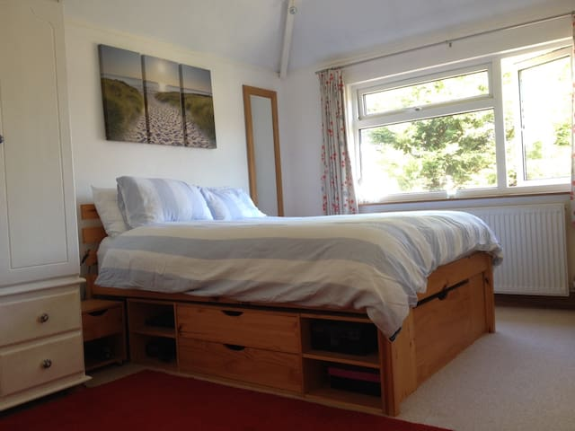 Light and airy double room - Royal Tunbridge Wells - Bed & Breakfast