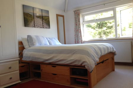 Light and airy double room - 皇家坦布里奇韋爾斯(Royal Tunbridge Wells) - 家庭式旅館