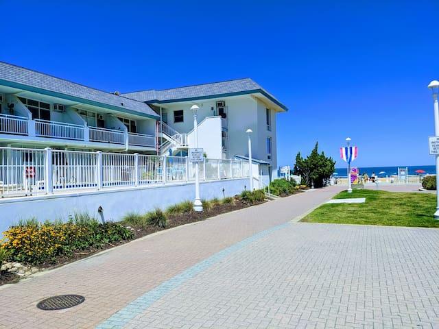 VA Beach Oceanfront Studio, Beach, Boardwalk, Pool