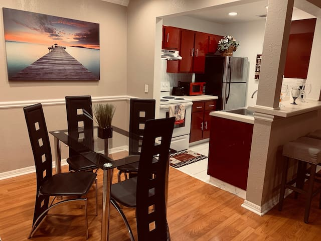 Modern Condo Minutes From Universal Studios!!!!!