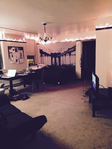 Studio Apartment in Quiet Buidling