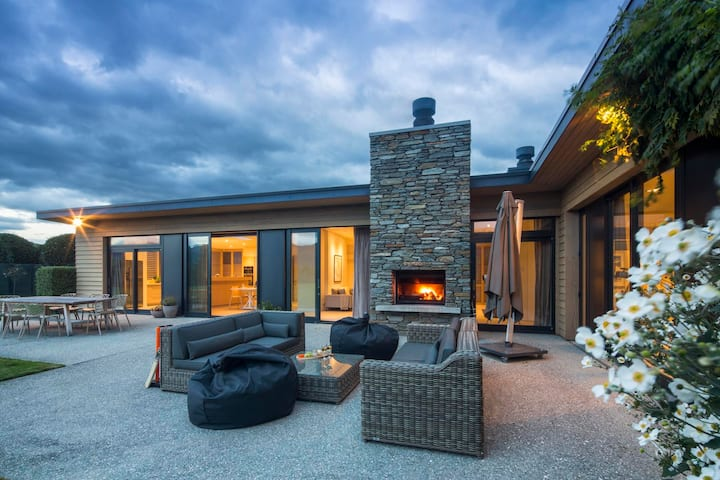 Private with Mountain Views - Alpine Retreat