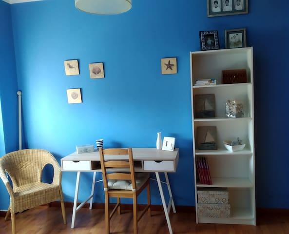 Dormitorio marinero privado en piso familiar
