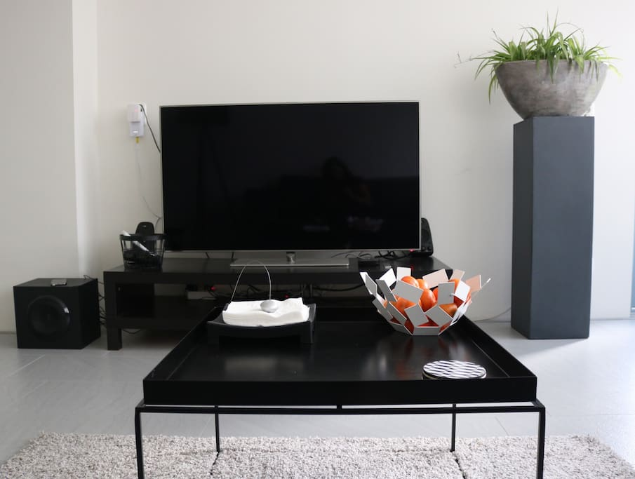Samsung flatscreen with Apple tv