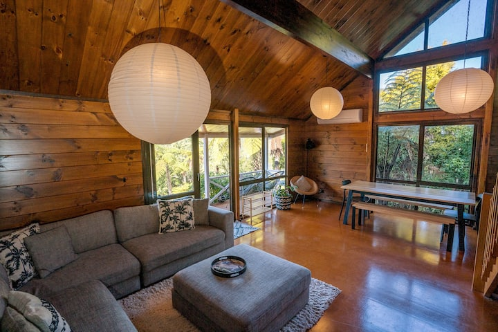 Redwood Hideaway-Lake-Nature-Rotorua-Sleeps 6-Bike