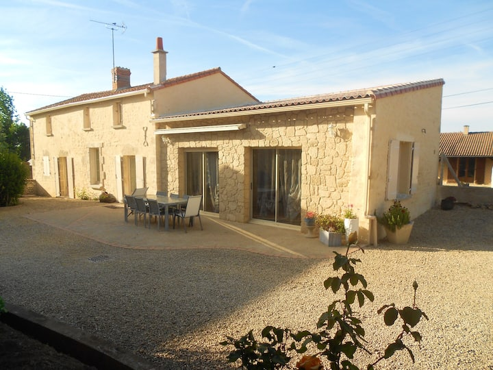 House with 4 bedrooms in Taizé-Maulais , with enclosed garden and WiFi - 80 km from the beach