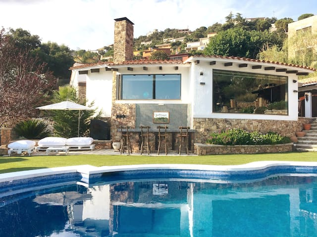 playground and pool. Cal Cercle-Costa Brava