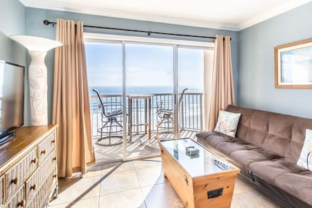 Beachfront Condo w/ Beach Setup Included, Close to Everything!